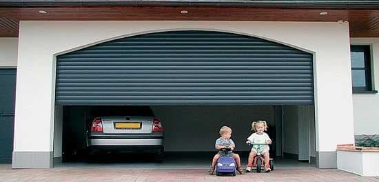 Как выбрать гаражные ворота: сравнение по пяти главным критериям