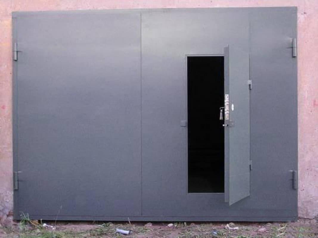 Почему секционные ворота лучше, чем металлические? - фото - статья на блоге компании ВСВ-Групп