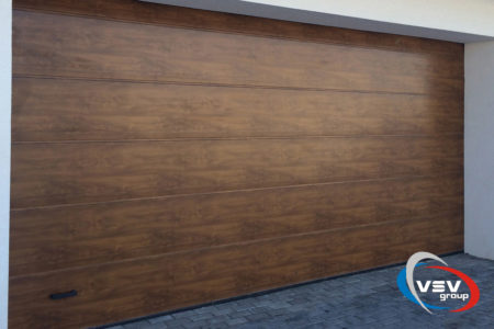 Ворота секційні для гаража серії Trend 4500х2750 з сендвіч-панеллю L-гофр в кольорі темний дуб - фото - продукция компании ВСВ-Групп