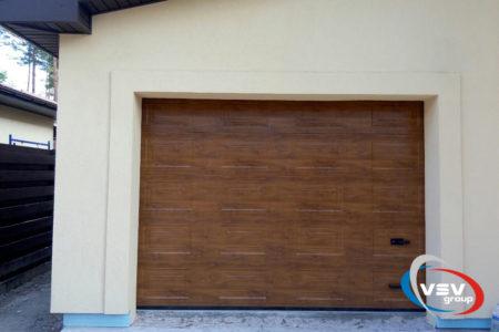 Секционные ворота Classic с сэндвич-панелью филёнка в цвете тёмный дуб