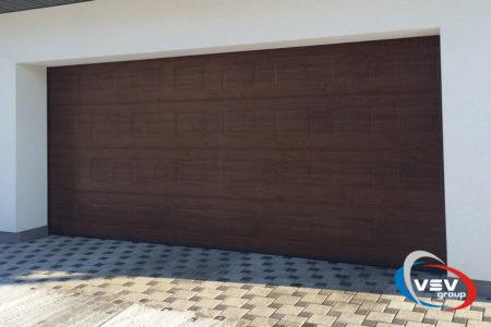 Ворота Trend с 4500х2500 сэндвич-панелью филёнка цвета тёмный дуб - фото - продукция компании ВСВ-Групп