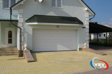Ворота в гараж серії Prestige 3750х2375 з сендвіч-панеллю M-гофр в білому кольорі - фото - продукция компании ВСВ-Групп