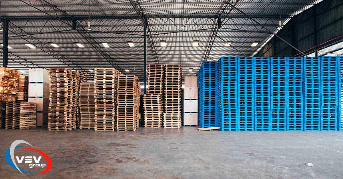 Пластикові і дерев'яні піддони: що краще - фото - акції від компанії ВСВ-Групп