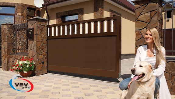 Відкатні ворота в приватному будинку
